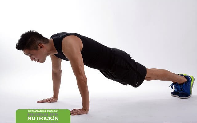El plank o plancha, un ejercicio abdominal para trabajar todo el cuerpo